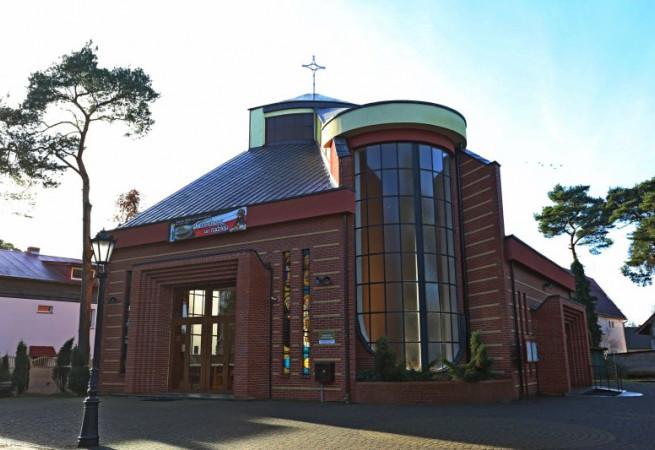 Niechorze Kościół parafialny pw św. Stanisława BM