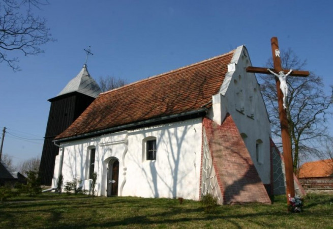 Nowy Klukom Kościół filialny pw św.Apostołów Piotra i Pawła