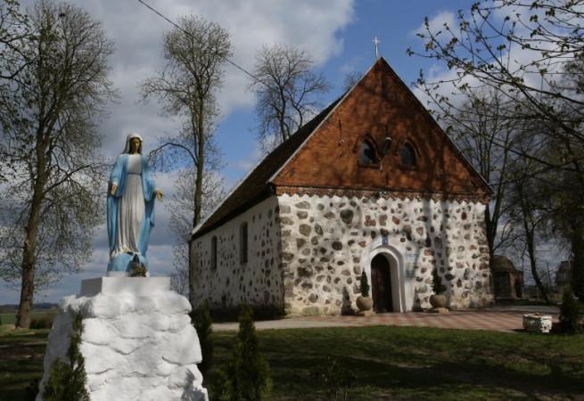 Stara Dąbrowa Kościół parafialny pw św. Józefa Oblub. NMP